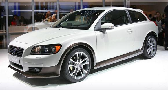 Peter Horbury nowym szefem Designu Volvo Car Corporation