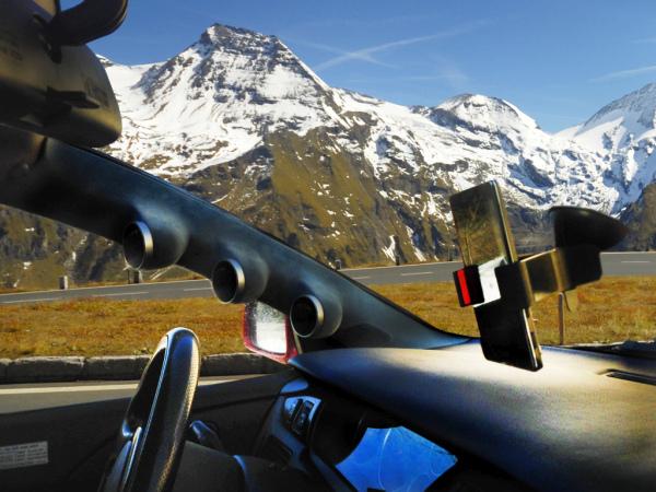 Magnetyczne uchwyty do aut i tabletów dostępne na polskim rynku
