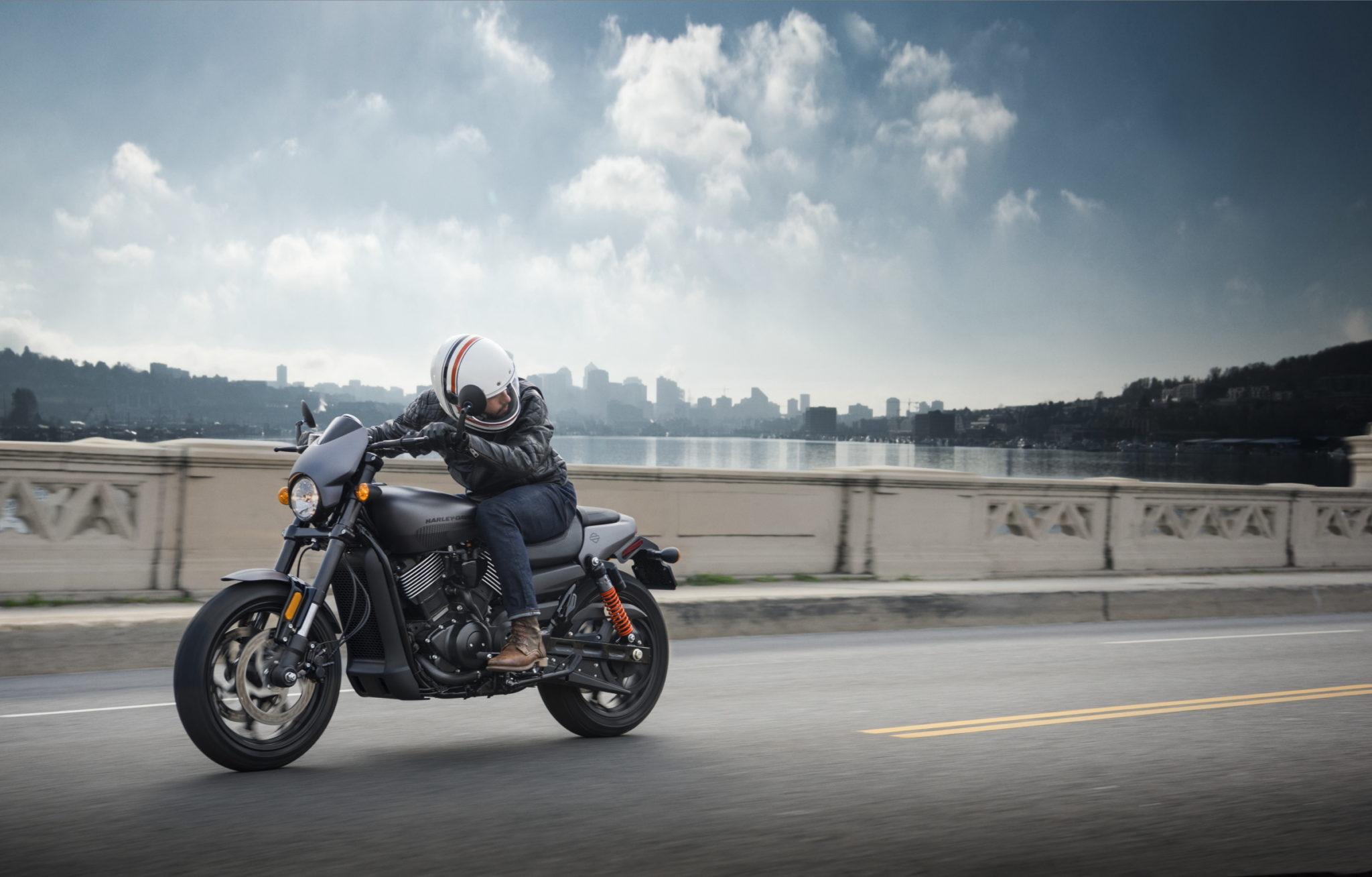 HARLEY-DAVIDSON PREZENTUJE NOWY MOTOCYKL STREET ROD
